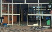 Bandidos explodiram caixas eletr�nicos na prefeitura de Quirin�polis
