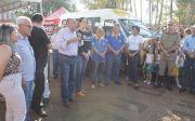 Prefeitura entrega Van para Escola Especial