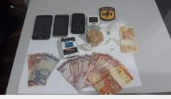 Polícia Militar prendeu suspeitos de tráfico.