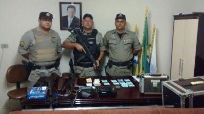 Informa��es contidas em celular levou pol�cia at� suspeito de v�rios roubos na regi�o.